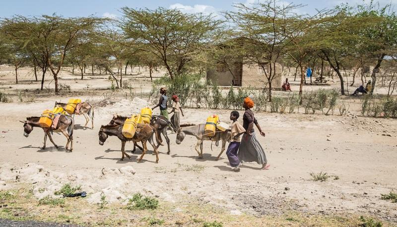 Sanfter Tourismus auch als Urlauber ein Thema. Mit Wasser bewusst umgehen. (Foto: Shutterstock-Martchan )